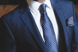 Vì sao nhiều người cho rằng vest nam may sẵn đẹp hơn vest may đo?