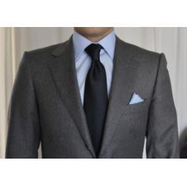 Chú rể nên lựa chọn vest nam truyền thống hay hiện đại